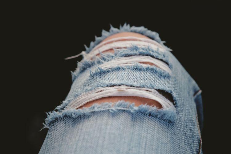 I jeans strappati moda