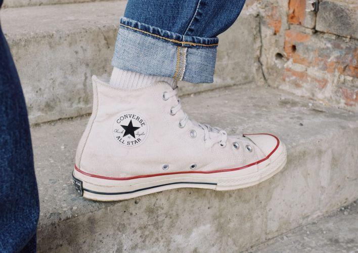 Come abbinare le sneakers alte