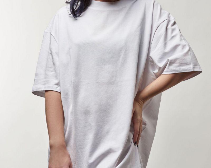 Come abbinare una t-shirt oversize