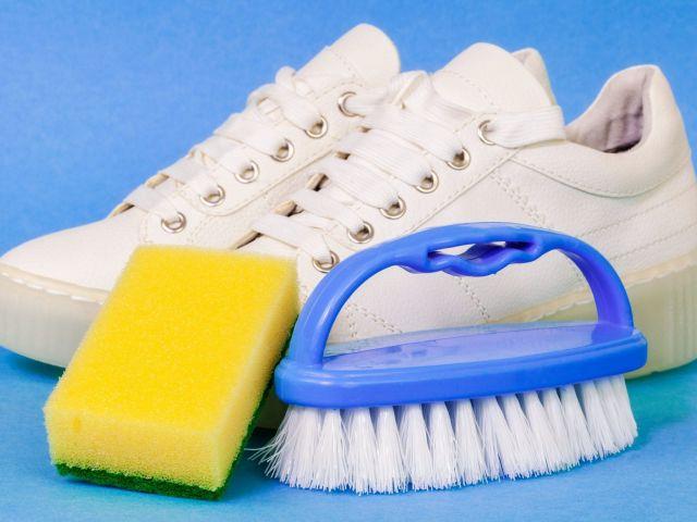 Come pulire le sneakers bianche